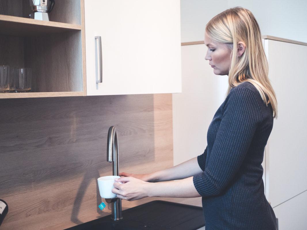 Roamlike Airbnb Gast erlebt Produkte in nativer Umgebung